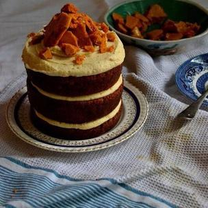 A honeycomb ginger cake for Miss Honey. On the blog now 🐝 #MatildaBakeOff