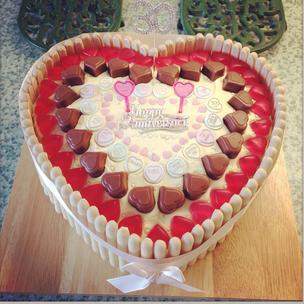 30th Wedding Anniversay Vanilla Sponge Heart Cake. ❤️